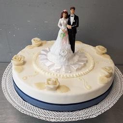 Bruidstaart met bruidspaar